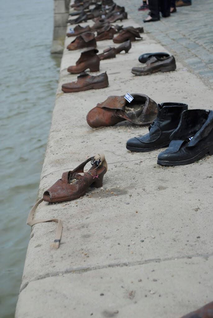 historia dos sapatos à beira rio em budap3ste